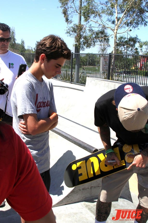 Sheckler signs autographs - Skate For A Cause 2015. Photo by Dan Levy